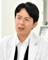「福井のPRに取り組みたい」と抱負を述べるみっちーさん=6月29日、福井新聞社