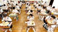 学校、新様式で再開 県内、3カ月ぶり 机に間隔、消毒徹底