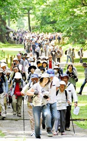 平泉寺ツアーに千人超、地元驚き