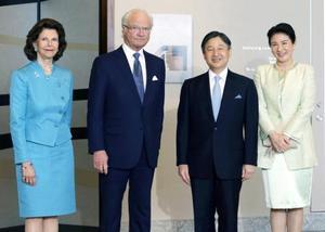 来日しているスウェーデンのカール16世グスタフ国王夫妻の出迎えを受けられる皇太子ご夫妻=24日午後、東京都千代田区(代表撮影)
