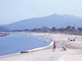 美浜町でもっとも歴史のある海水浴場。宿泊施設も豊富