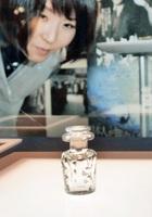 映画「海難1890」で使用されたガラスの小瓶=16日、福井県あわら市の金津創作の森