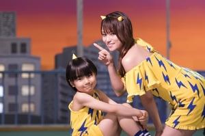 (左から)テンちゃんに扮した寺田心、ラムちゃんに扮した深田恭子