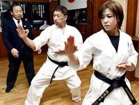 空手道 2ルールで黒帯 極真会館高橋(福井) 飯田さん、柳原さん 「伝統派」初段に合格