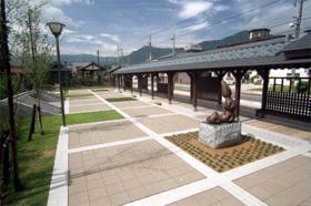 水と親しみくつろげる施設が整備された公園
