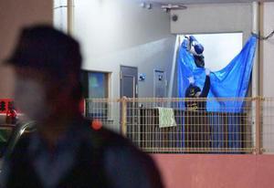 母子が刺された現場のマンション=14日未明、堺市中区