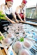 涼味満点 くずまんじゅう並ぶ 小浜・菓子店