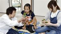 い草使わずササの葉だけで 高須のちまき 継承へ 鷹巣公民館で初の教室 伝統の技 地元住民学ぶ