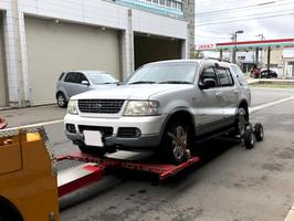 押収された逃走に使ったとみられるRV車=5月9日午前10時半ごろ、福井県警福井署