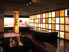 世界一大きい手すき和紙や道具を一堂に展示