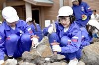 野外恐竜博物館で化石発掘いかが