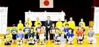 バレーボール公式球 小学生チームに贈る 鯖江王山LC