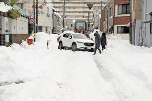 連夜除雪も…生活道路追い…