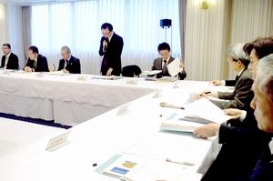 トラック運送事業者の長時間労働改善に向けた実証実験の成果が報告された協議会の会合=14日、福井市
