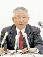 「北陸新幹線は小浜・京都ルートが望ましい」と述べる久和進北経連会長=15日、金沢市の金沢商工会議所