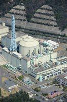 福井県敦賀市の高速増殖炉「もんじゅ」=2016年3月26日(本社ヘリから撮影)