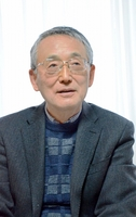 「原子力エネルギーについて国民全体で議論すべきだ」と語る田中俊一氏=茨城県ひたちなか市の自宅