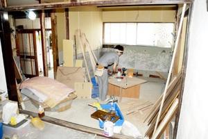 DIYワークショップの会場となる改修中の木造建築=15日、福井市日之出2丁目