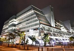 レナウン本社が入る建物。経営破綻を受け、福井県の繊維業界にも衝撃が走っている=東京都江東区