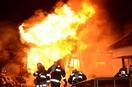 坂井で未明に火事、複数棟燃える