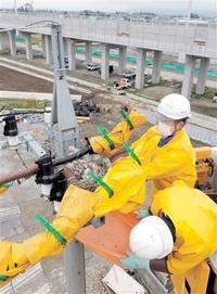 電柱にカラスの巣 見つけたら連絡を 北陸電送配電 対処へ