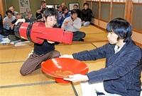 演技と絆 次代へ継ぐ 小浜 6年に1度「和久里壬生狂言」 4月奉納向け稽古