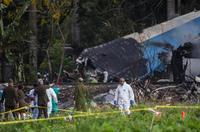旅客機墜落、死者百人超か