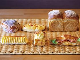 毎日約80種類のパンが並ぶ