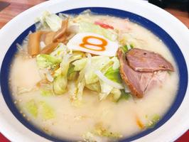 8番らーめんの野菜らーめん「とんこつ味」=9月14日、福井県福井市内の店舗
