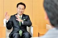「新しい県政へ」 杉本知事が来社