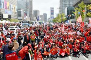 20日、ソウル中心部で開かれた、文在寅政権を批判する保守系最大野党「自由韓国党」の集会(共同)