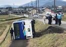 路線バスが横転、乗客2人が軽傷