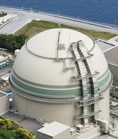 関西電力の高浜原発4号機=17日午前、福井県高浜町(共同通信社ヘリから)