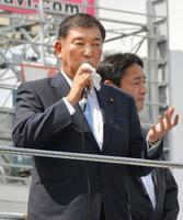 堺市で街頭演説する自民党の石破元幹事長=11日午後