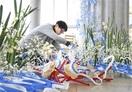 水仙、カニで生け花 独特の風景を表現 雪中花の…