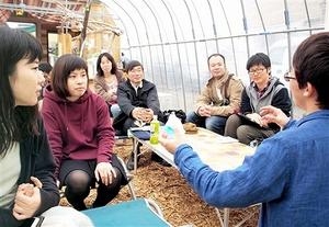 学生らがプレーパークの実践事例などを報告した「ふくい未来こどもフォーラム」=19日、福井県福井市
