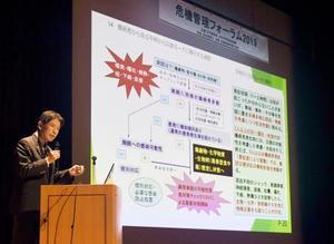 東京都内で開かれたフォーラムで講演するNPO法人NBCR対策推進機構の伊藤克巳特別顧問=19日午後