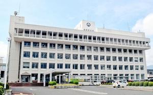 建て替えか耐震改修するかの方向性が注目されている敦賀市の本庁舎=16日、敦賀市役所