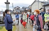 鯖江の魅力 歩いて発見 市内外14人、文化財巡る みんなで読もう