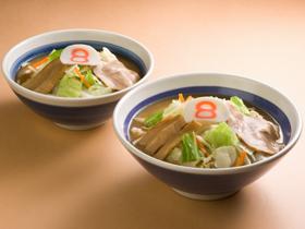 炒め野菜がのった福井の定番「8番ラーメン」