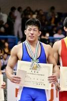 男子フリースタイル86キロ級を初制覇した白井勝太=23日、東京・駒沢体育館