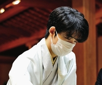 藤井聡太棋聖が王位獲得、最年少二冠