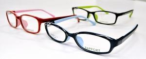 2種類の樹脂素材を一体成形した眼鏡枠「ラポート」=福井県鯖江市のアオヤギ