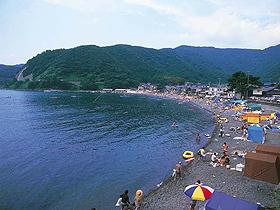 静かなたたずまい、澄んだ海が中京・関西方面の客に人気