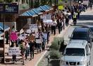 全米で高校生ら銃規制訴えデモ