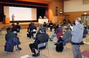 運転開始から40年を超えた原発などを巡り、福井県敦賀市で開かれた住民説明会=21日午後