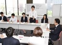 若手チーム柔軟議論 県職員の行動規範策定へ 8月施行目指し始動 「徹底現場主義」実現向け