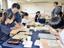 書家、高校生に指導 鯖江でアート・キャンプ