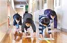 閉校前旧校舎きれいに 大野・乾側小 卒業生ら清掃