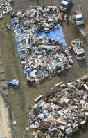 千葉県長柄町の仮置き場に積み上げられた災害ごみ=10月27日(共同通信社ヘリから)